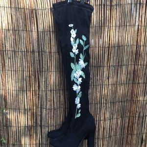 New W/O Tags Thigh High Boots with White Roses!